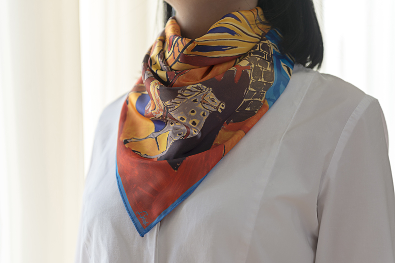 """Square neck scarf """"Tale Motif"""" - img. 2"""