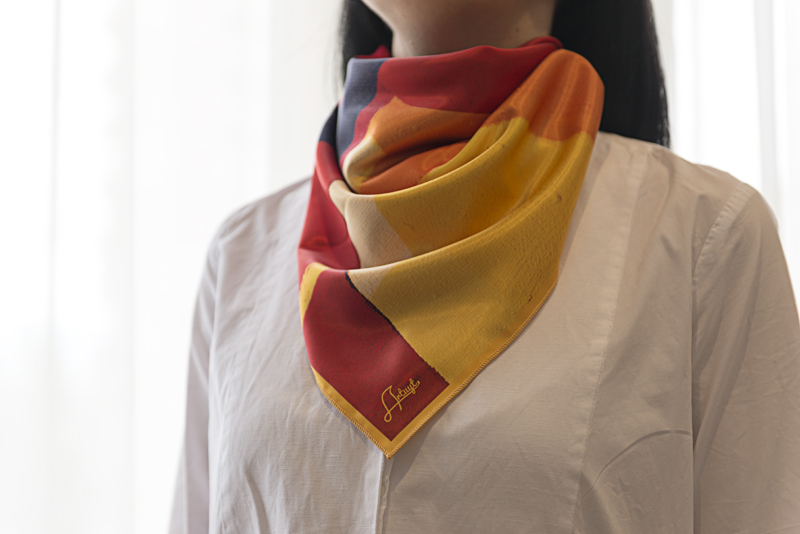 "Square neck scarf ""Red Background"" - img.2"
